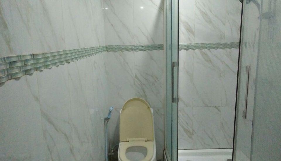 Kondominium Pantai Carita Utara Pandeglang - Bathroom