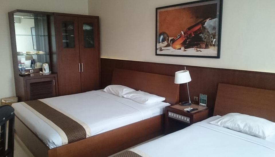 Griya Persada Hotel  Yogyakarta - kamar executive untuk 3 tamu, pemandangan dari kamar yang menakjuban melihat taman argasoka