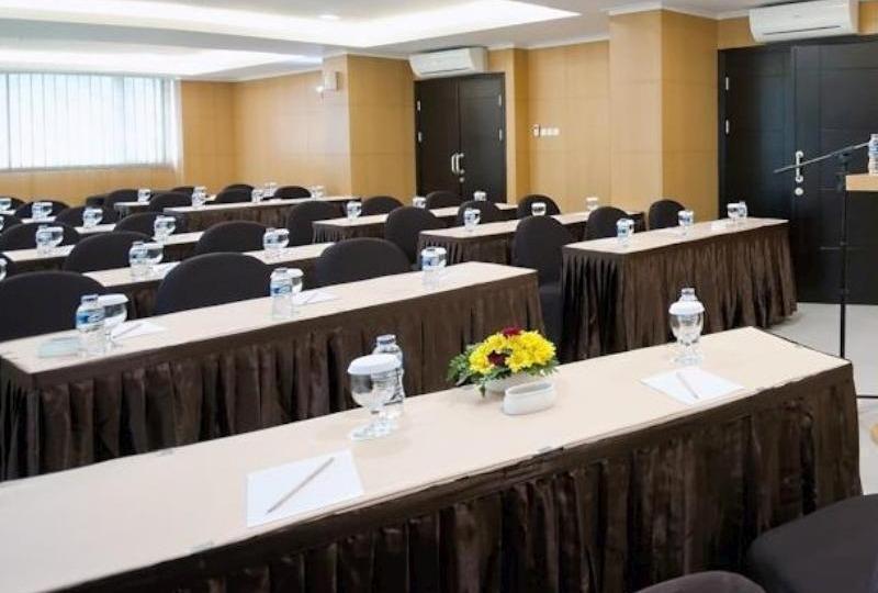 The Travelhotel Cipaganti - Meeting Room