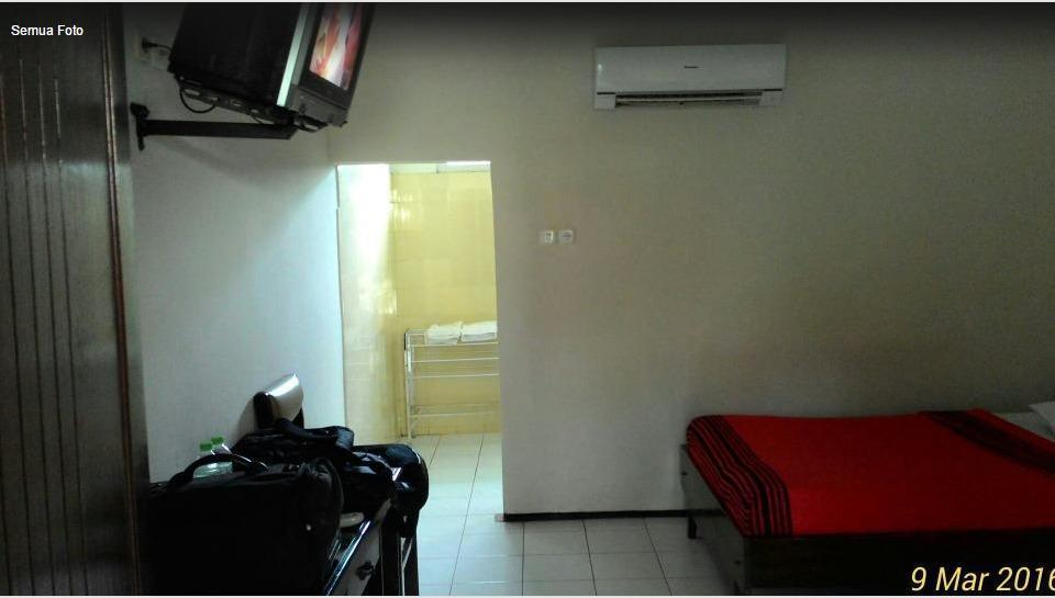 Ratna Hotel Probolinggo - Standard Room with AC Regular Plan