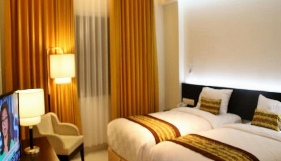 G Sign Hotel  Banjarmasin - Strait Times Room