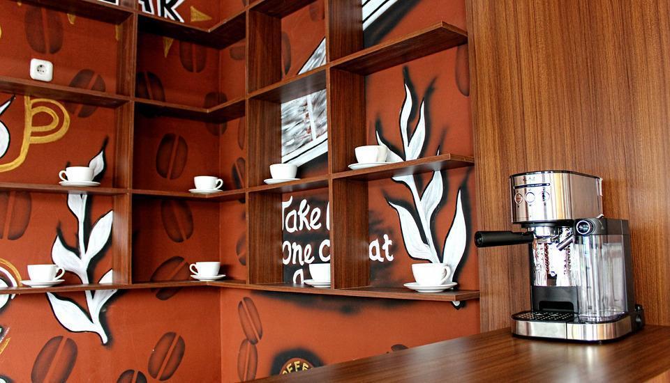 Mel's Inn Manado - Orange cafe