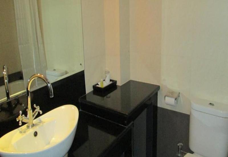 Hotel Mirama Balikpapan - Guest BathRoom