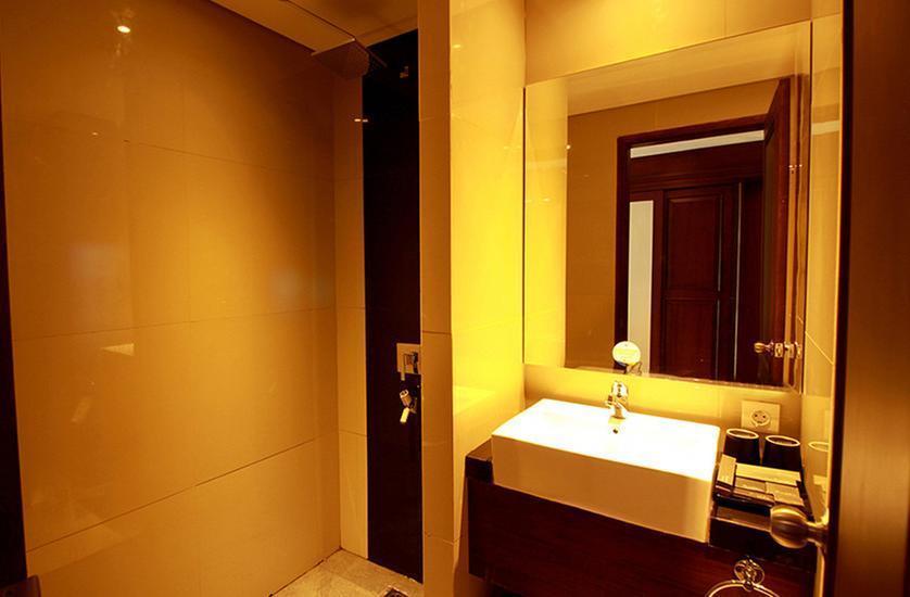 Grand Dafam Rohan Jogja (DHM Syariah) Yogyakarta - Deluxe Balcony Twin With Breakfast Regular Plan