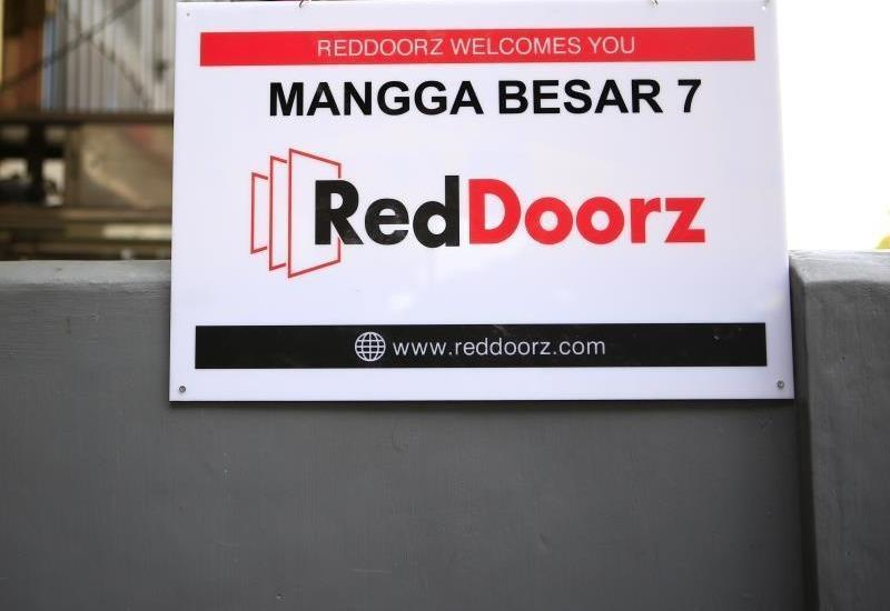 RedDoorz at Mangga Besar 7 - Eksterior