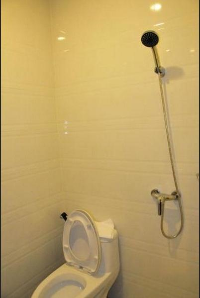Venia Hotel Batam Batam - Bathroom