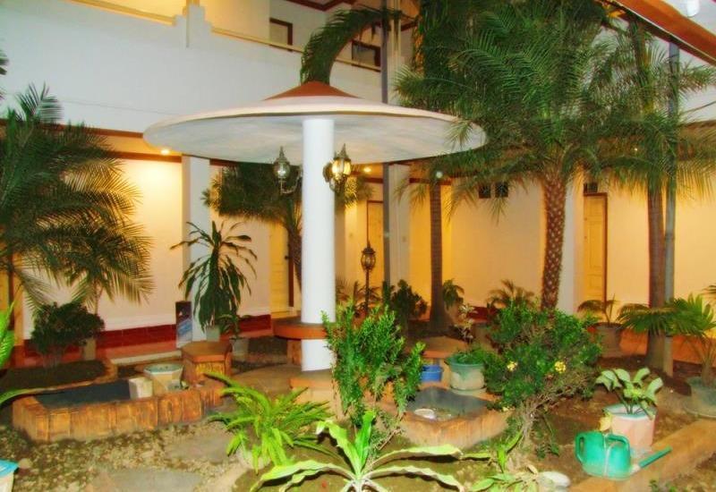 Hotel Yulia Gorontalo - Exterior