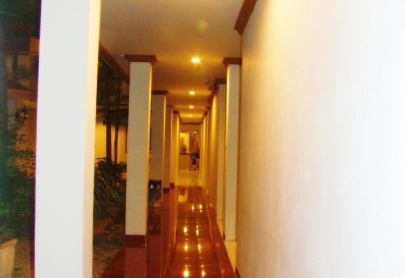 Hotel Yulia Gorontalo - Coriodor