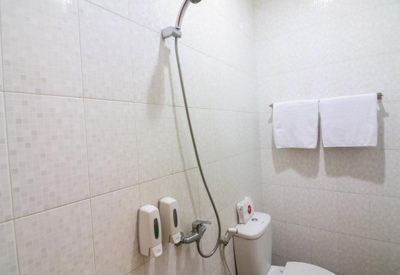 NIDA Rooms Cempaka Boulevard Makassar - Kamar mandi
