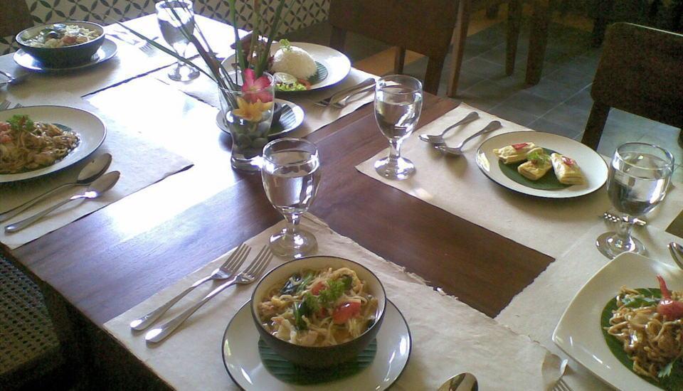 Grya Segaran Guest House Solo - Meja Makan