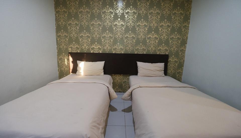 Lucky Inn & Cafe Makassar - Room