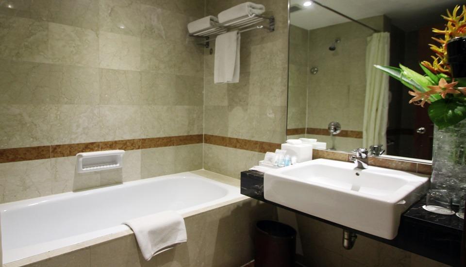 Travelodge Batam Batam - Superior Bathroom