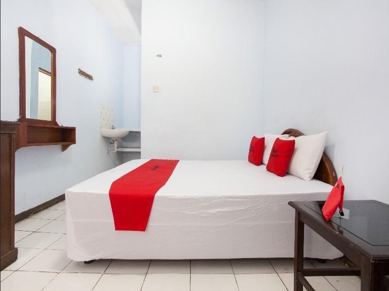 RedDoorz near Plaza Araya Malang - RedDoorz Room Regular Plan