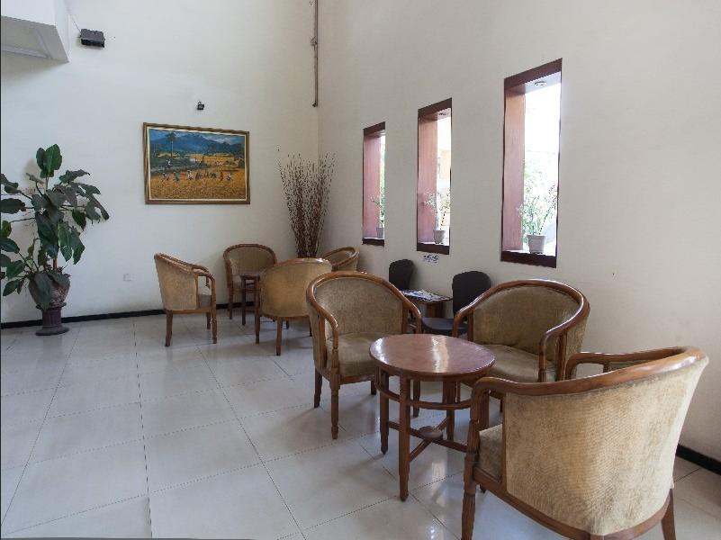 RedDoorz near Plaza Araya Malang - Interior