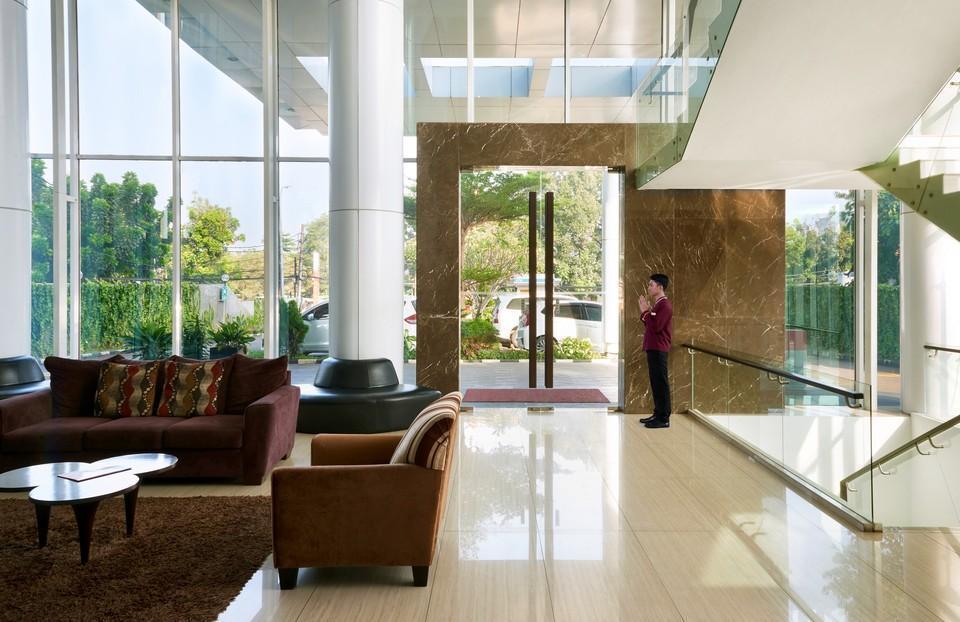 Cipta Hotel Pancoran - pintu masuk lobi hotel