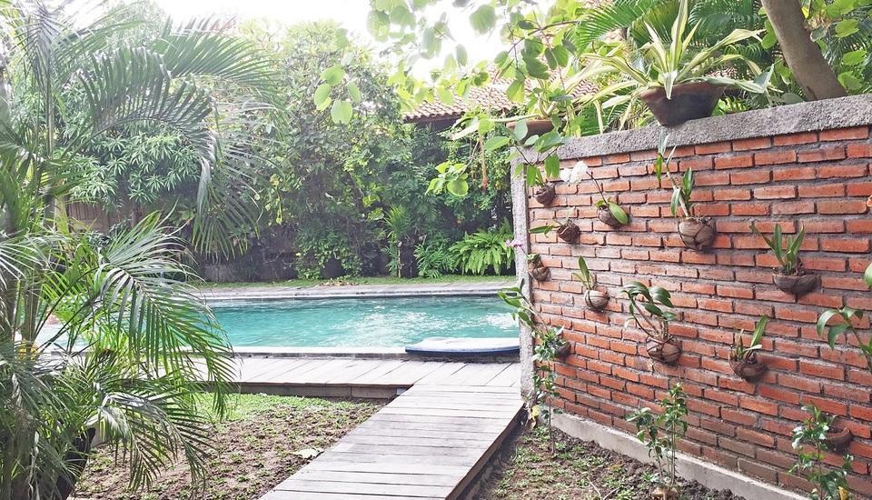 Villa Kampung Kecil Bali - Pemandangan Kolam Renang