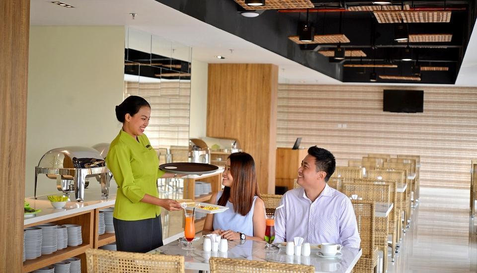 Whiz Prime Hotel Basuki Rahmat Malang Malang - Restaurant