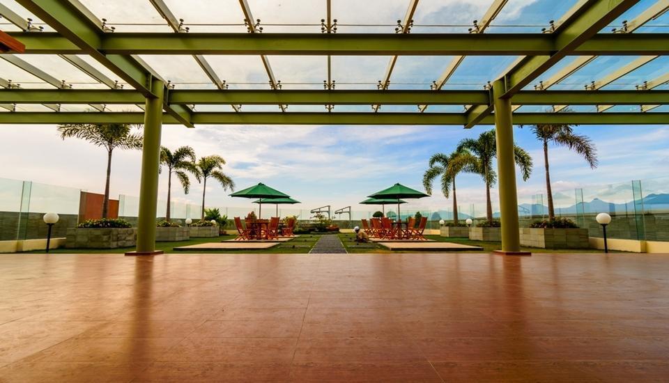 Golden Palace Lombok - Rooftop Garden/ Ibis Cafe yang berada di Lantai 12