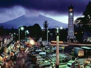 Hotel Royal Denai View Padang - Jam Gadang