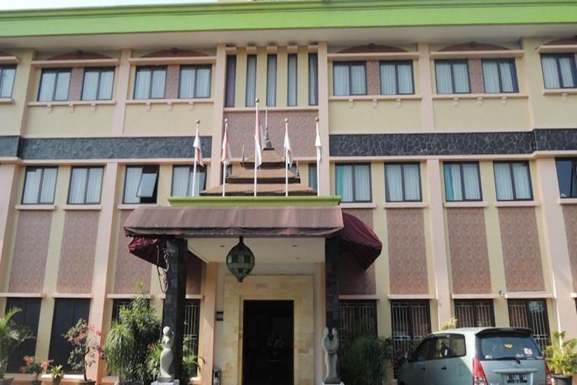 Green Wattana Hotel Sentul - Tampilan Luar Hotel