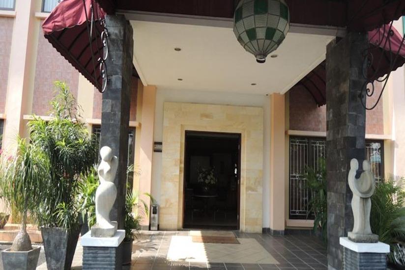 Green Wattana Hotel Sentul - Pintu masuk
