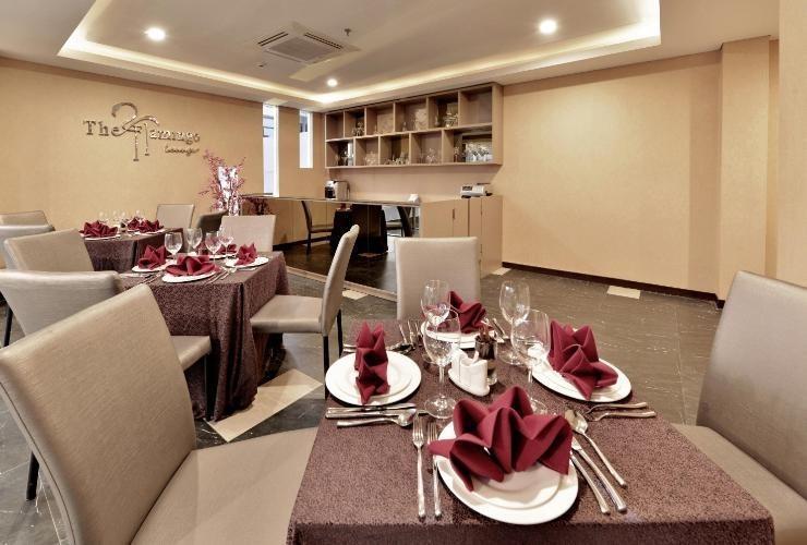 Serela Waringin Hotel Bandung - The Flamingo Sky Lounge