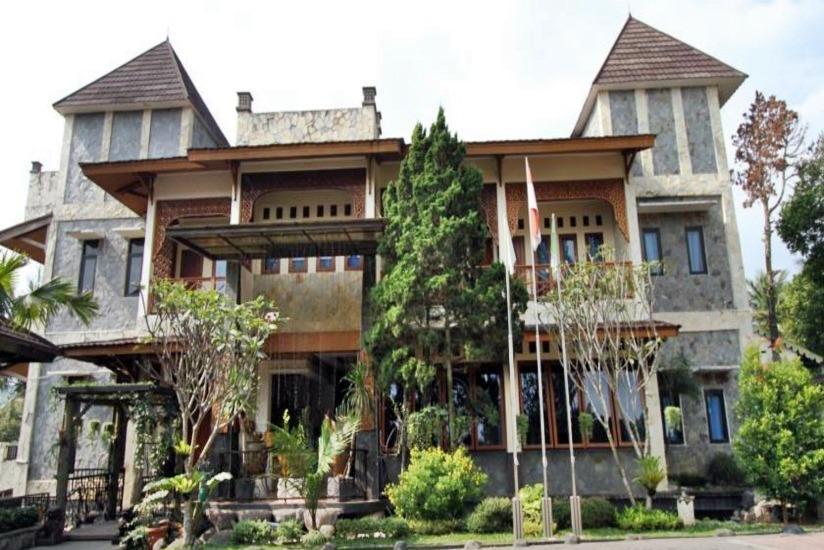 New Ayuda Puncak Bogor - Tampilan Luar Hotel