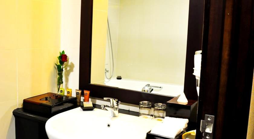 Best Western Mangga Dua - Bathroom