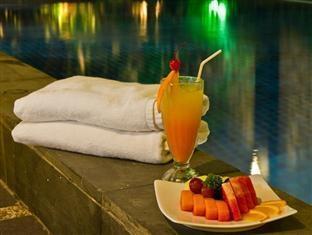 Prime Royal Hotel Surabaya - Pool