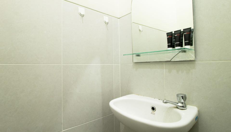 RedDoorz @Pancoran Jakarta - Kamar mandi