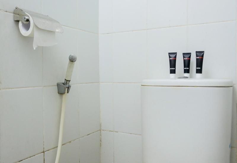 RedDoorz Apartment @The Suites Metro Soekarno Hatta Bandung - Kamar mandi