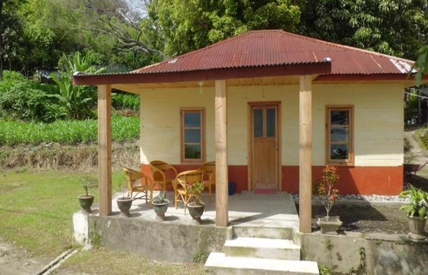 Tuk Tuk Timbul Bungalows Samosir - Family Bungalow Regular Plan