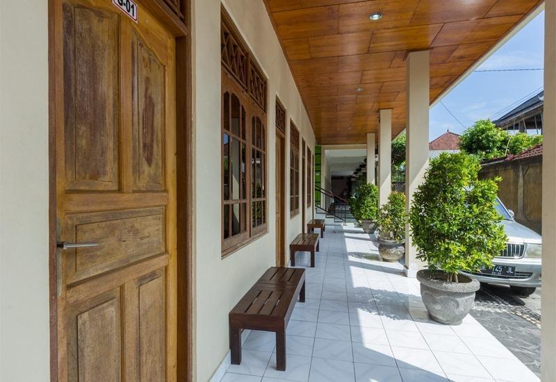 RedDoorz @Raya Kubu Anyar Bali - Eksterior