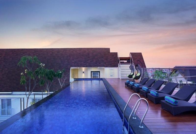 Holiday Inn Express Bali Kuta Square Bali - Kolam Renang