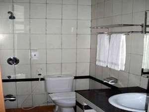 Beril Nur Hotel Makassar - Bathroom