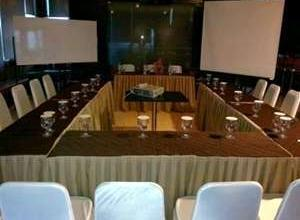 Beril Nur Hotel Makassar - Meeting Room