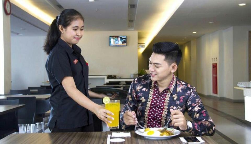 Amaris Hotel Sriwedari Solo - meal