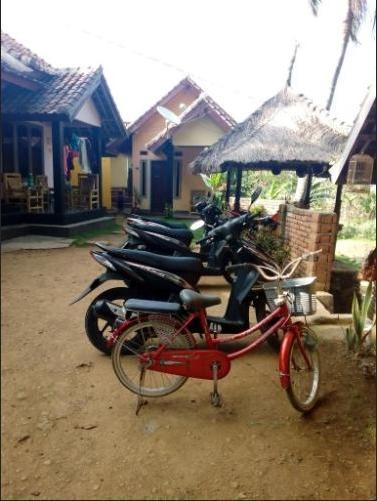 Defa Homestay Lombok - parking lot