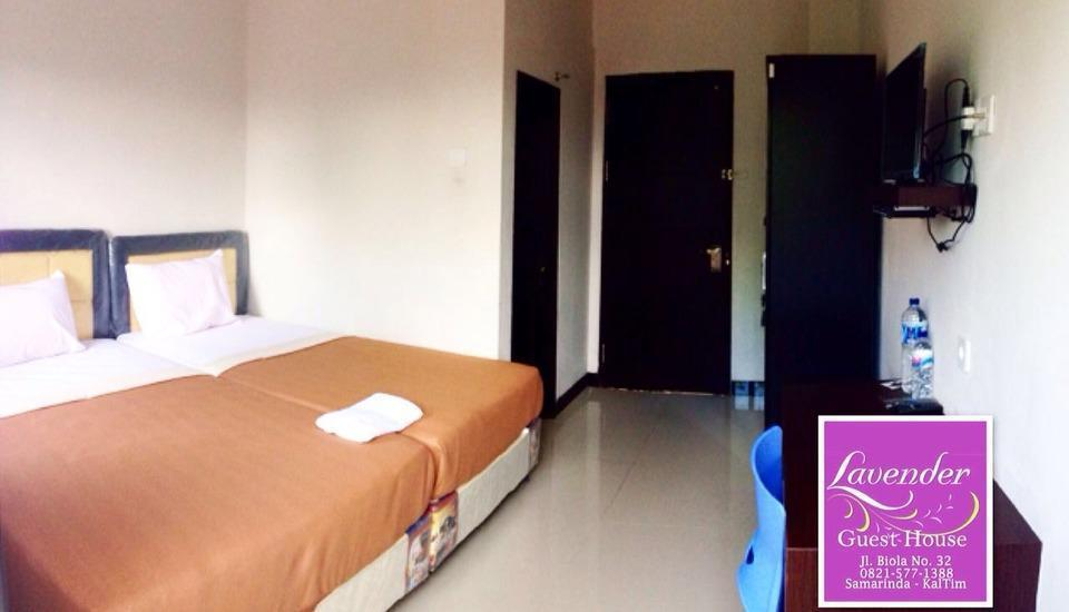 Lavender Guest House Samarinda - Deluxe King Room Regular Plan