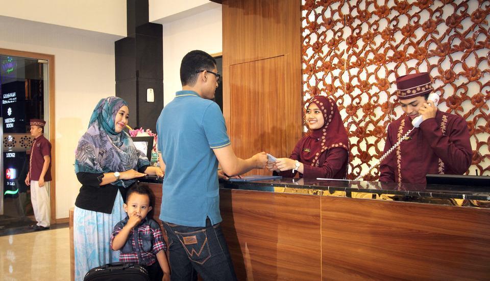 Namira Syariah Hotel Pekalongan - MEJA DEPAN