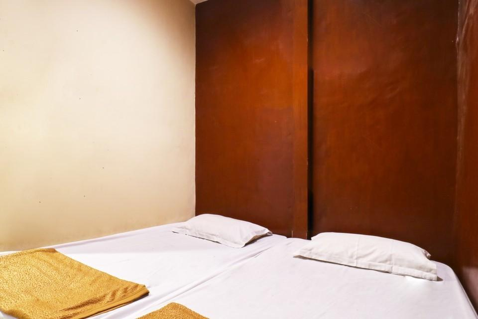 Sparkling Backpacker Hotel Surabaya - Deluxe Room Minimum Stay of 2 Nights Promotion