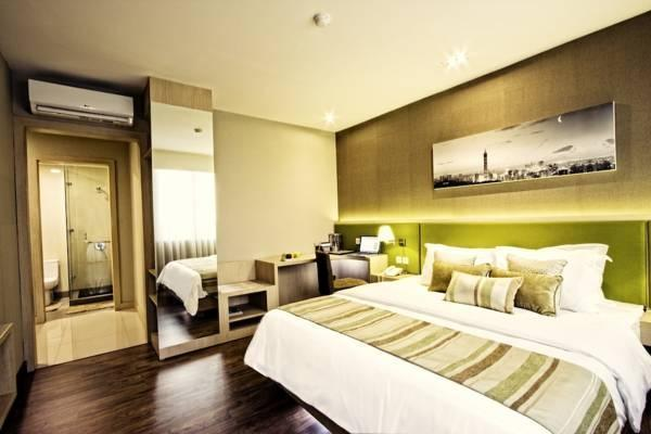 Grand Whiz Kelapa Gading - Junior Suite With Breakfast Regular Plan