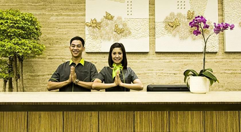 eL Royale Hotel Jakarta - Receptionist
