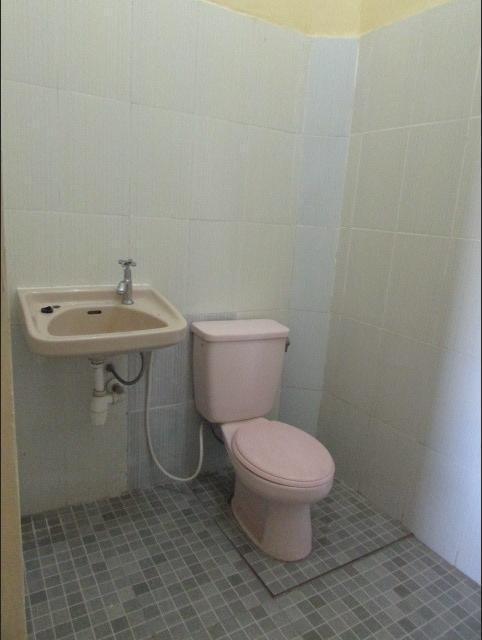 Bunga Matahari Guest House Malang - kamar mandi