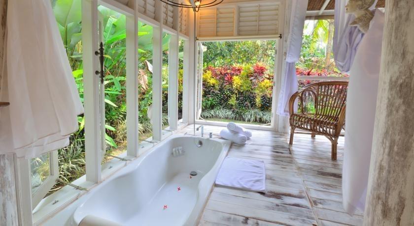 Jendela di Bali Villa Bali - Kamar mandi