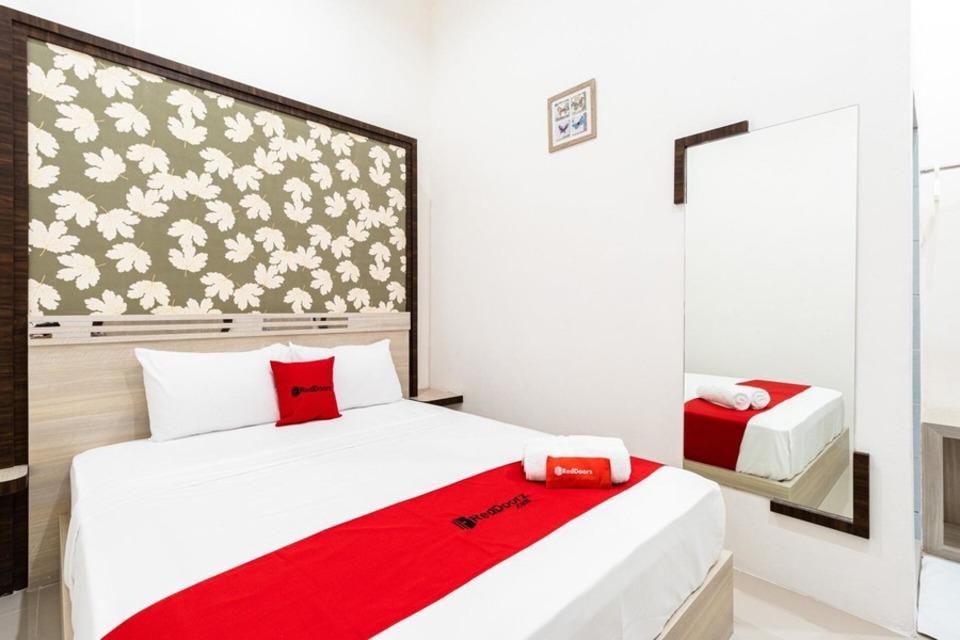 Kamar penginapan di RedDoorz Plus - Centrium Katamso Medan