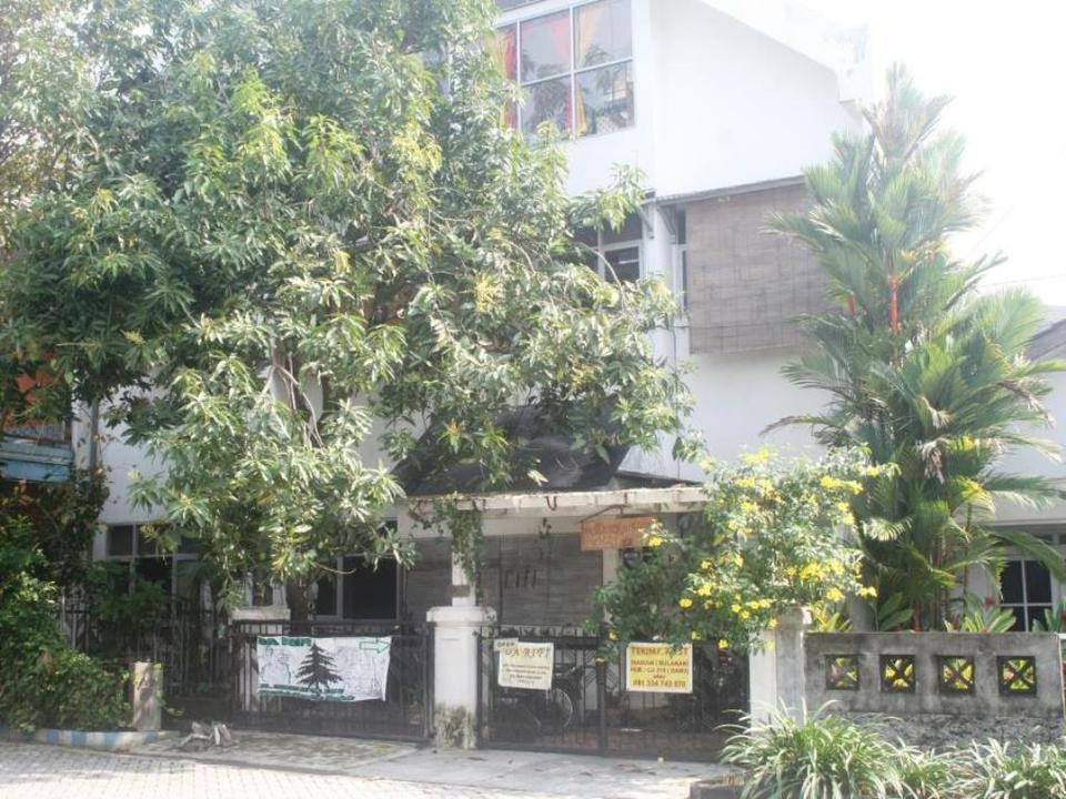 Da Rifi Hostel Surabaya - Exterior
