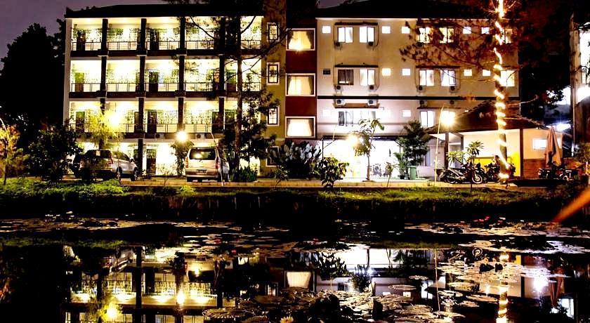 Hasil gambar untuk hotel lotus bandung