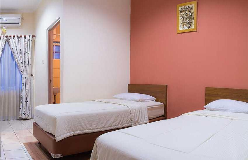 Lotus Hotel Bandung - Deluxe Twin Bed Room Only Regular Plan