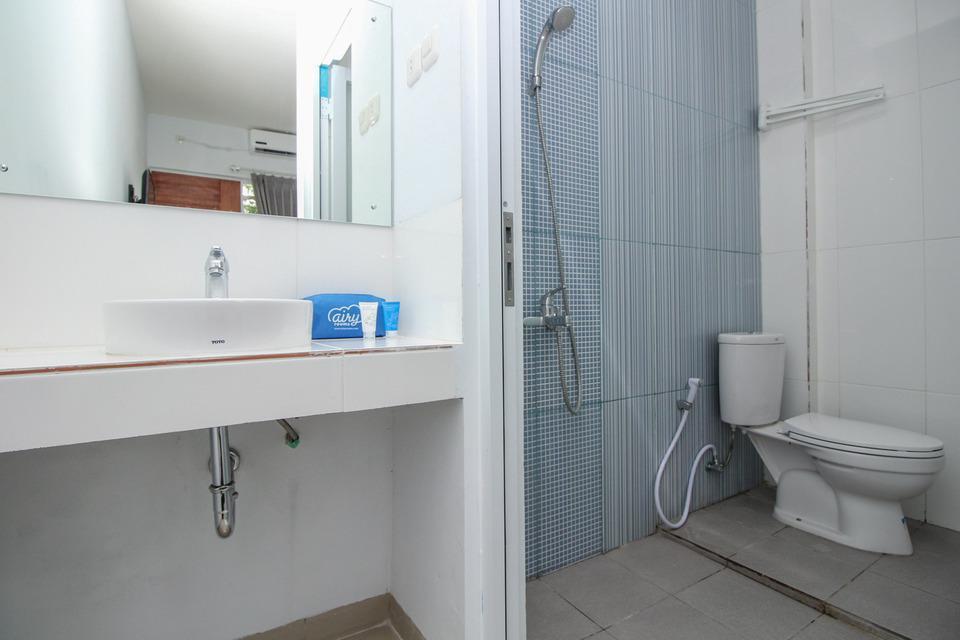 Airy STP Nusa Dua Palapa Satu 8 Benoa Bali - bathroom